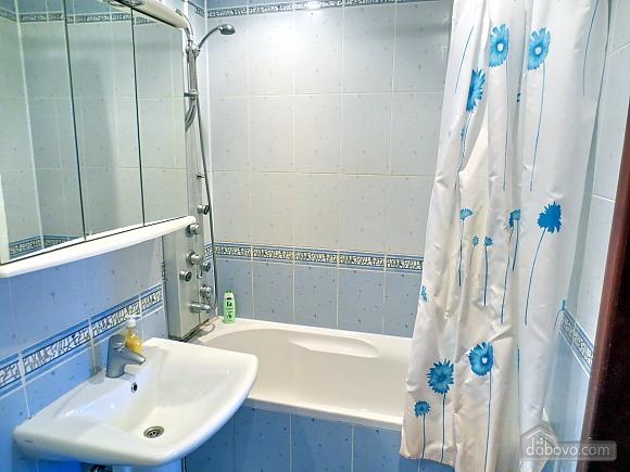 Стильна квартира в центрі, 2-кімнатна (77700), 009