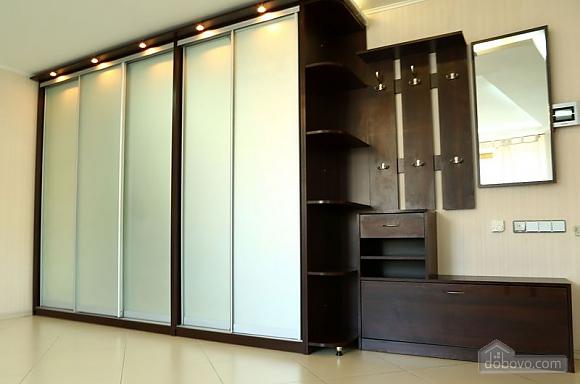 Квартира класса люкс на Бессарабской площади, 2х-комнатная (45329), 003
