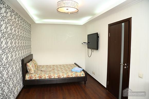 Квартира класса люкс в центральном районе, 2х-комнатная (20434), 003