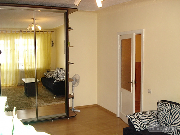 Cozy in Truskavets, Zweizimmerwohnung (94375), 007