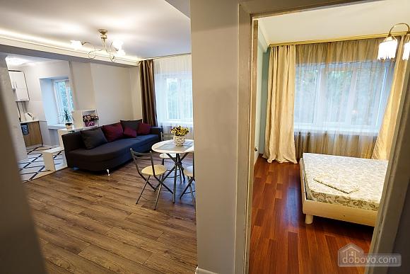 Квартира поруч із центром та Оперним театром, 2-кімнатна (90937), 021