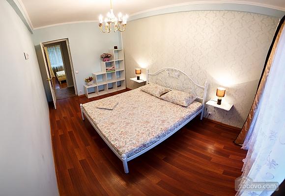 Квартира поруч із центром та Оперним театром, 2-кімнатна (90937), 030
