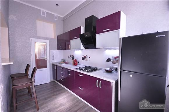 Яркая стильная квартира на 4 человека возле Горсада, 2х-комнатная (21267), 002