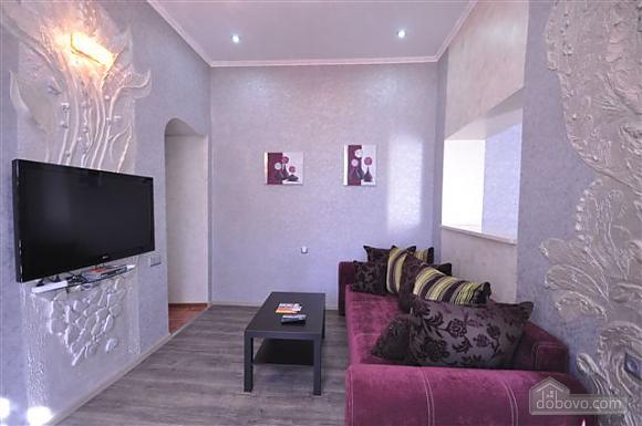 Яркая стильная квартира на 4 человека возле Горсада, 2х-комнатная (21267), 003