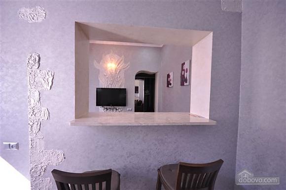 Яркая стильная квартира на 4 человека возле Горсада, 2х-комнатная (21267), 005