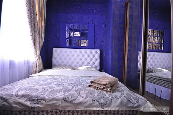 Яркая стильная квартира на 4 человека возле Горсада, 2х-комнатная (21267), 006