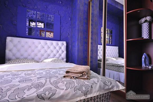Яркая стильная квартира на 4 человека возле Горсада, 2х-комнатная (21267), 007