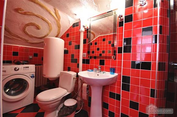 Яркая стильная квартира на 4 человека возле Горсада, 2х-комнатная (21267), 008