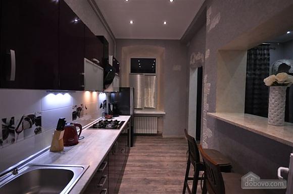 Яркая стильная квартира на 4 человека возле Горсада, 2х-комнатная (21267), 009