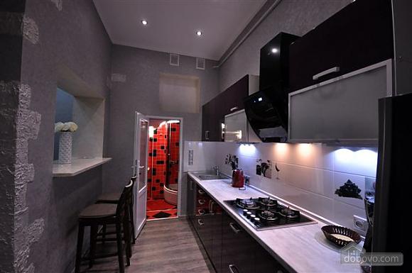 Яркая стильная квартира на 4 человека возле Горсада, 2х-комнатная (21267), 010