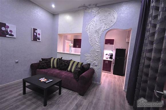 Яркая стильная квартира на 4 человека возле Горсада, 2х-комнатная (21267), 012
