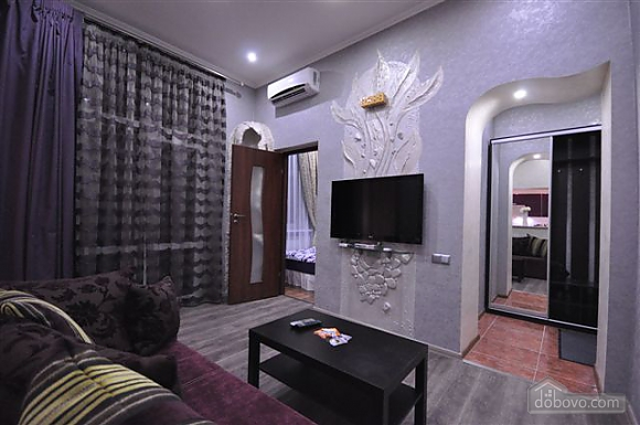 Яркая стильная квартира на 4 человека возле Горсада, 2х-комнатная (21267), 013