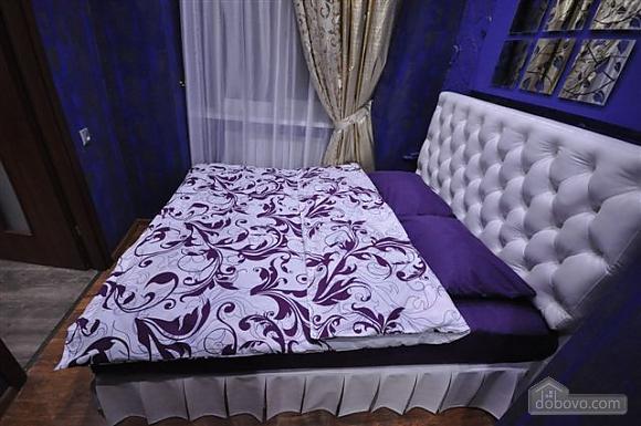 Яркая стильная квартира на 4 человека возле Горсада, 2х-комнатная (21267), 014