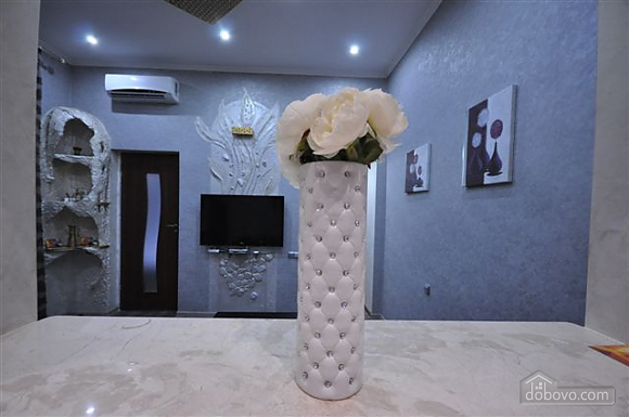 Яркая стильная квартира на 4 человека возле Горсада, 2х-комнатная (21267), 016