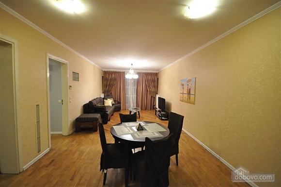 Квартира біля Дерибасівської, 3-кімнатна (53970), 002