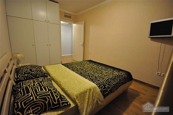 Квартира біля Дерибасівської, 3-кімнатна (53970), 010