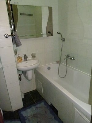 Apartment on Lukianivka, One Bedroom, 007